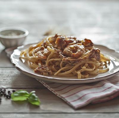 Fettucine mit Scampi, getrockneten Tomaten und Basilikum
