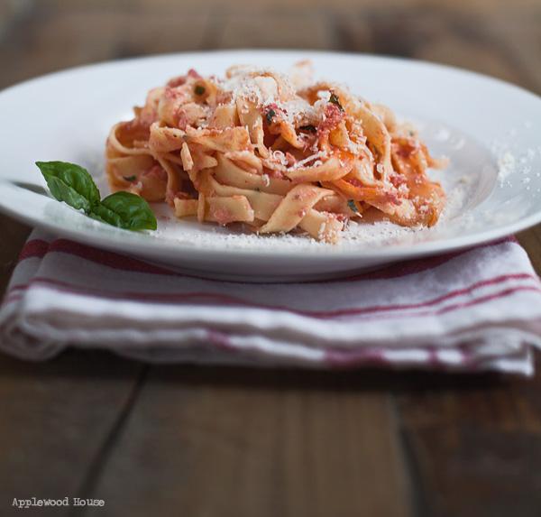 Pasta mit Ricotta und Tomaten, ein ganz schnelles und einfaches Rezept, sieht aber trotzdem nach was aus und schmeckt köstlich!