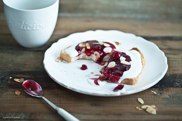 Toast mit rote Grütze, einmal etwas anderes zum Frühstück