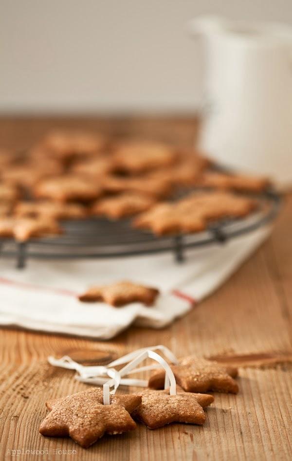 Köstliche, weihnachtliche Zuckersterne, ein ganz einfaches und schnelles Rezept.