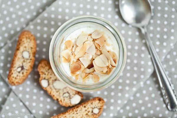 Apple Cantuccini Triole ein einfacher und köstlicher Nachtisch mit Joghurt