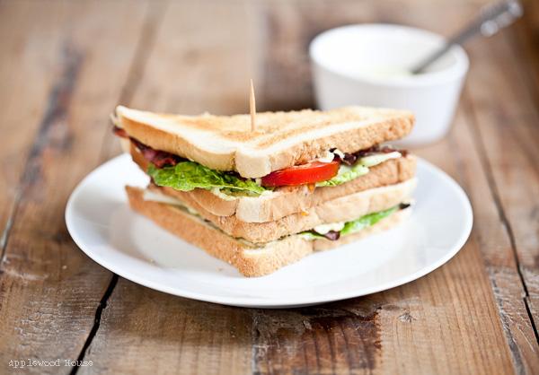 Avocado-BLT-Sandwich als schnelle Lunch Idee