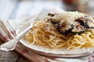 Schnelles Essen mit Gemüse und Spaghetti