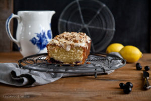 Rezept für Kastenkuchen mit geriebenen Mandeln, Blaubeeren und Zitrone