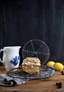 Rührkuchen mit Mandeln, Blaubeeren und Zitrone
