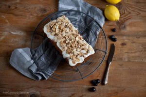 Mandel Blaubeeren Kuchen mit Zitrone und Glasur