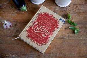 Pasta alla Norma mit Aubergine, Tomaten und Ricotta, ein köstliches italienisches Rezept. Osteria Kochbuch Callwey